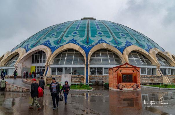 Der Chorsu-Basar ist ein Basar in der usbekischen Hauptstadt Taschkent. Er befindet sich in einem türkisen Kuppelbau im Zentrum der Stadt
