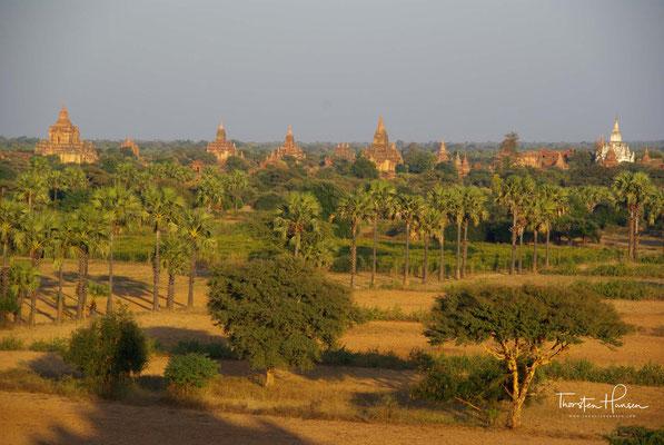 Das heute durch das Mäandrieren des Irrawaddy zerstörte Quadrat stand für den Götterberg Meru.