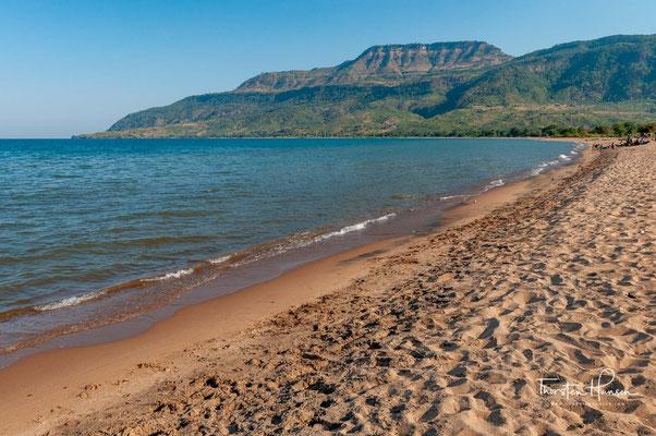 Senga, auch Senga Bay, ist ein Badeort am Malawisee, 16 Kilometer entfernt von Salima.