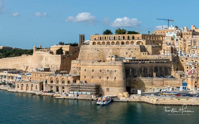 Nach der Belagerung durch die Osmanen im Jahre 1565 sollte die Stadt als Festigung der militärischen Verteidigungsinfrastruktur des Ordens dienen