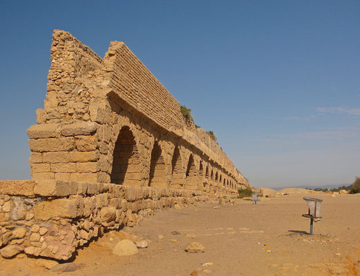 Das Aquädukt am Strand von Caesarea
