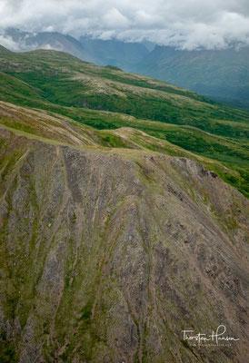 Im Zuge des wachsenden Respekts vor den Traditionen der indianischen Ureinwohner beschloss die Geographie-Behörde des Staates Alaska 1975 die Rückbenennung in Denali.