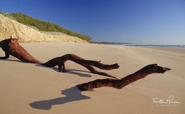 Sie liegt etwa 190 Kilometer nördlich von Brisbane vor der Ostküste Australiens.