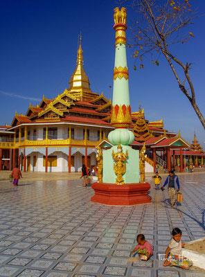 Die Phaung-Daw-U-Pagode ist eine buddhistische Tempelanlage am Inle-See in Myanmar.