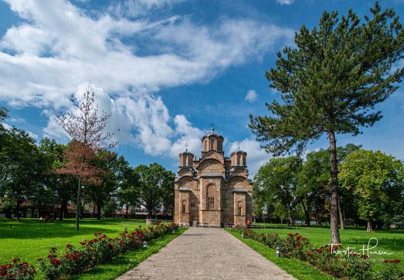 wurde als Bauwerk, dass die Nationalarchitektur der serbischen Kunst am besten widerspiegelt, für eine Vielzahl von sakralen Gebäuden zum Vorbild.