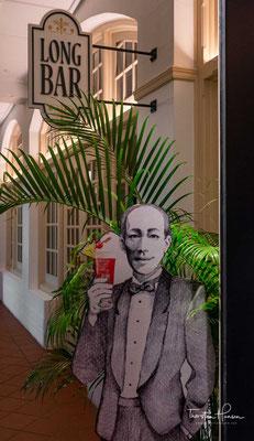 Es gilt als der Ort, an dem im August 1902 der letzte wilde Tiger Singapurs erlegt wurde. Einige Geschichten verlegen dieses Ereignis in die Long Bar. Das Raffles Hotel selbst gibt an, dass es unter dem (erhöht gebauten) Bar & Billard Room geschehen sei.