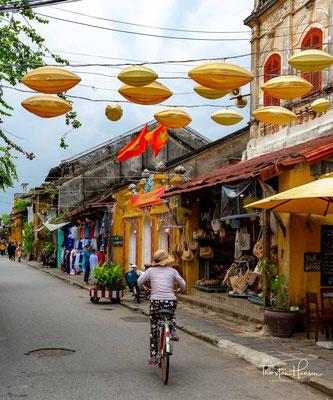 Unter der Herrschaft von Nguyễn Hoảng (1558–1622) und dessen Sohn Nguyễn Phúc Nguyễn (1623–1634) wurde der Hafen nach außen geöffnet.