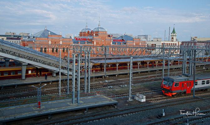 Zarengold Sonderzug im Bahnhof von Kasan