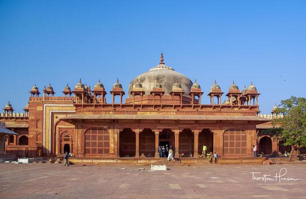 Die frühere Hauptstadt des Mogulreiches unter Großmogul Akbar I. (1542–1605) wurde zwischen 1569 und 1574 erbaut.
