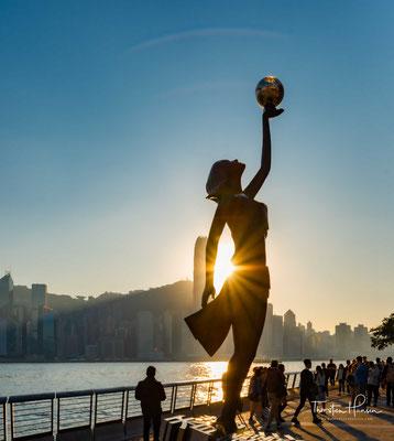 """Die Avenue of Stars würdigt die Namen, die Hongkong zum """"Hollywood des Ostens"""" gemacht haben."""