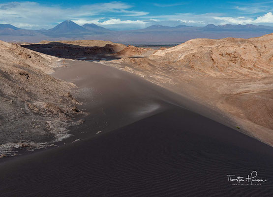 Die Atacama-Wüste erstreckt sich entlang der Pazifikküste Südamerikas zwischen dem 18. und 27. Breitengrad Süd....