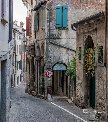 Als antikes christliches Zentrum hatte man schon im VI. Jh. einen Bischof und hielt den Bischofssitz bis zum Jahr 969, als man zum Lehen des Bistums Treviso wurde.