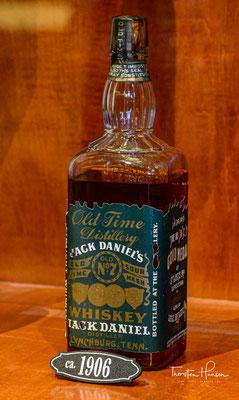 Green Label ist ein vierjähriger Whiskey mit 40 % Alkoholgehalt, dessen Fässer in den kühleren Bereichen des Barrel Houses gelagert worden sind.