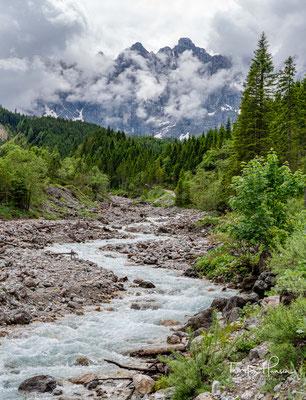 Über den Kleinen Ahornboden lassen sich sowohl das bewirtschaftete Karwendelhaus als auch die Falkenhütte erreichen.