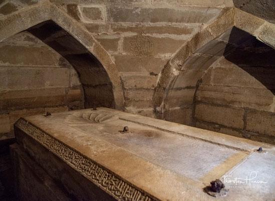 Amir Timurs Gruft, Schaxrisabz. Hinter dem Mausoleum Dorus Siadat liegt die Gruft von Amir Timur, die jedoch nie als Grabstätte diente.