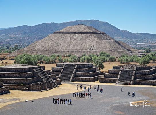 Die Sonnenpyramide in der Frontalansicht