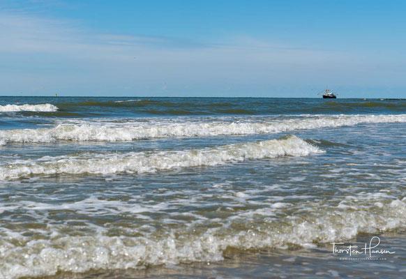 Die Allerheiligenflut 1170 durchbrach die holländische Küste südlich der heutigen Insel Texel, trennte sowohl Texel als auch Wieringen vom Festland...