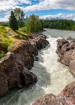Der Sunwapta Falls ist ein Wasserfall am Sunwapta River (einem Nebenfluss des Athabasca River) im Jasper-Nationalpark in der kanadischen Provinz Alberta. Er liegt etwa 55 km südlich von Jasper.