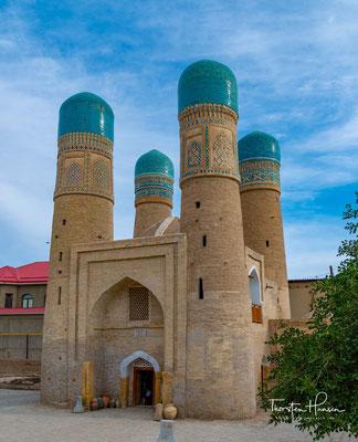 Chor Minor(persisch چهارمنار Chahar Menar) ist ein Torgebäude in der usbekischen Stadt Buxoro. Es gilt neben dem Kalon-Minarett als zweites Wahrzeichen der Stadt