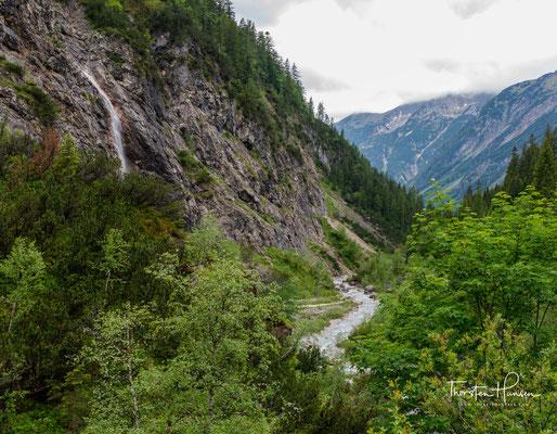 Der Tiroler Anteil am Naturpark Karwendel besitzt eine Größe von 727 km² und bildet somit eines der größten Naturschutzgebiete der Ostalpen.