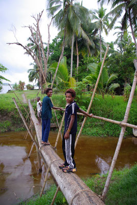 Brücke im Dorf Korogo