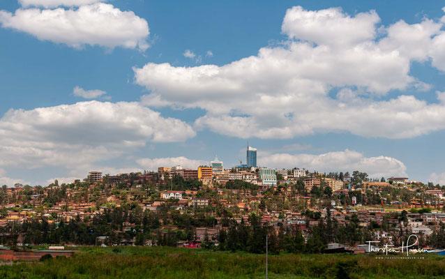 Kigali ist die Hauptstadt und größte Stadt Ruandas. Sie liegt im Zentrum des Landes am Kagera in einer Höhe zwischen 1433 und 1645 m.