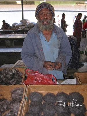 Cuscushaar Verkäufer auf dem Markt in Mt. Hagen
