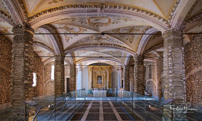 Capela dos Ossos in Évora