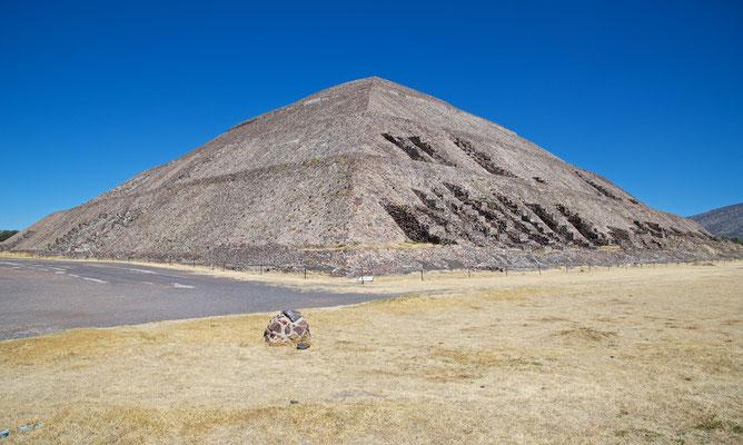 Die Mondpyramide mit der vorgelagerten Plaza de la Luna