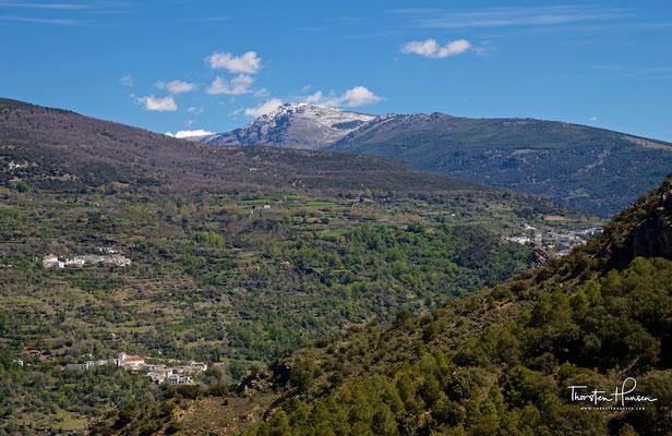 Die Alpujarras zu Füssen der Dreitausender der Sierra Nevada
