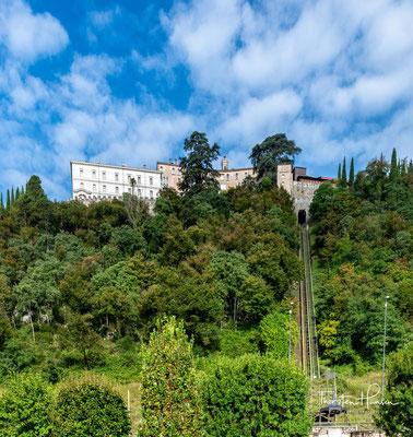 CastelBrando, ehemaliges Castrum Costae, ist eine mittelalterliche Burg auf einem Dolomitkalksteinfelsen auf einer Höhe von 370 m...