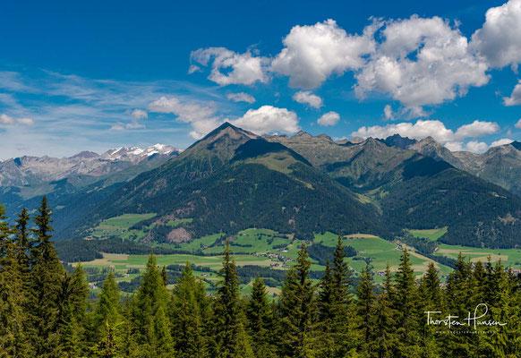 Ein Blick zurück auf die Zillertaler Alpen. Eintausend Meter geht es durch den Rodenecker Wald relativ steil immer bergauf, bis zur wirklich fantastischen Ronerhütte.