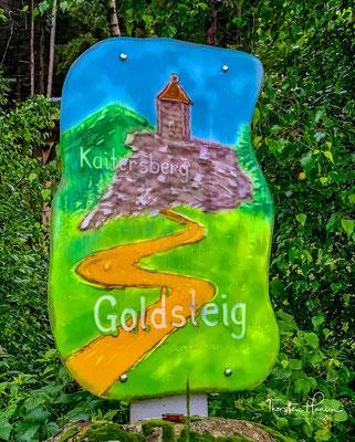 Eines der schönsten Wanderzeichen des Goldsteigs