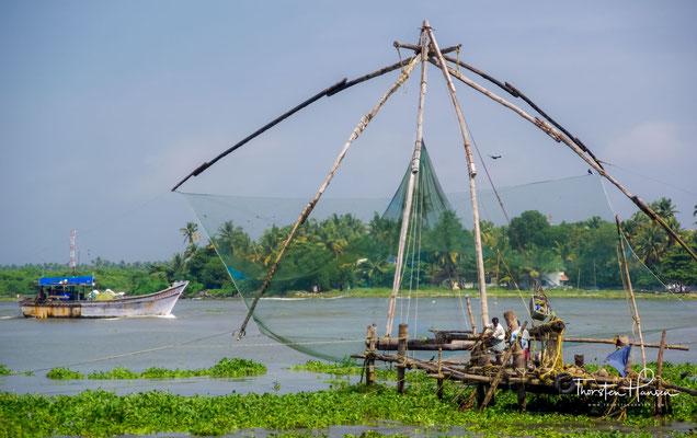 Chinesische Fischernetze werden in Indien, vor allem an der Südwestküste, als stationäre Fangvorrichtungen für Fische genutzt.