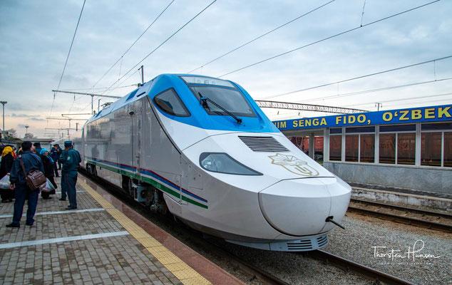 Fahrt mit der usbekischen Eisenbahn nach Samarkand