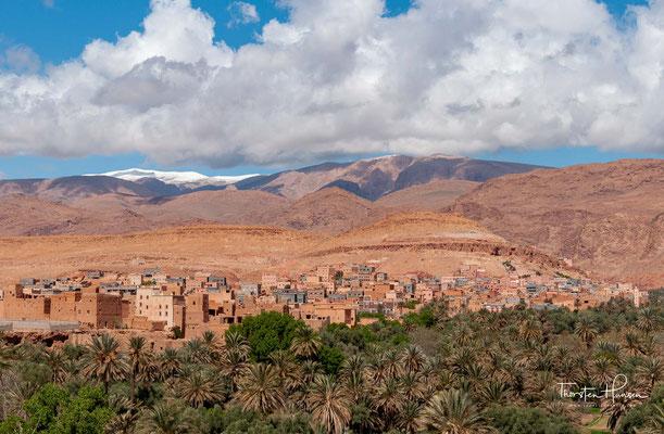 """Der Name Tafilalet bedeutet in der Sprache der Berber """"Land der Hilali"""". Hilali werden die Bewohner des Tafilalet genannt, welche von den Banu Hilal abstammen, unter ihnen findet sich der Religionsgelehrte und Koranübersetzer Muhammad al-Hilali."""