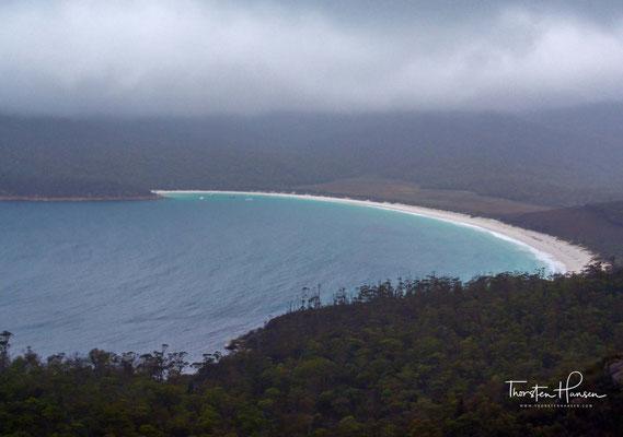 Die Bucht der Tasmansee ist wegen ihres weißen Sandstrandes bei Touristen beliebt, ist jedoch nur zu Fuß oder mit dem Schiff zu erreichen. Der nächstgelegene Ort ist Coles Bay
