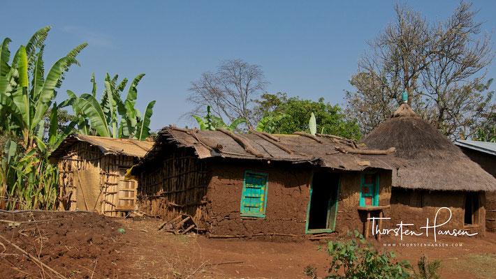Dorf bei den Stelen von Tuta Fela