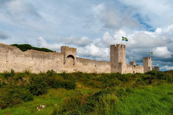 Die mittelalterliche Stadtbefestigung Visby ist eines der Wahrzeichen der früheren Hansestadt Visby auf der schwedischen Ostseeinsel Gotland.
