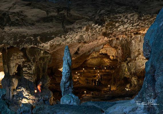Ankunft im letzten Teil der Grotte gibt es einen natürlichen sprudelnden Wasserstrom. Hier sind drei kleine Teiche mit klarem Wasser.