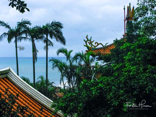 Zur Zeit des nordöstlichen Monsun, sind die Wellen entlang der Küste sehr rau, großartig und kräftig.