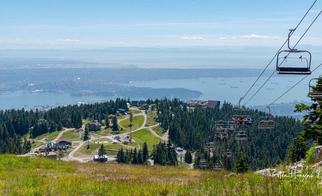 Blick auf Vancouver von den Grouse Mountains. Der nach den Felshühnern benannte Grouse Mountain liegt nicht einmal 13 Kilometer von Vancouver Downtown entfernt.