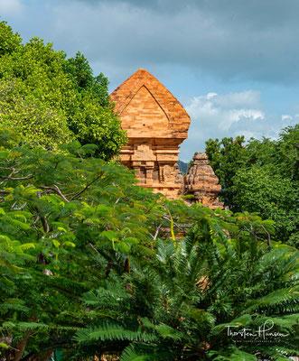 Der Haupttempel (Cham-Sprache: kalan) aus dem 11. Jahrhundert ist das letzte große Bauwerk der Cham-Architektur.
