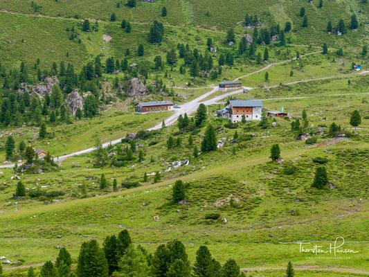 Lizumer Hütte  im Wattental. Die Alpenvereinshütte liegt am Schnittpunkt internationaler Weitwanderrouten: Via Alpina, Adlerweg, Traumpfad München-Venedig