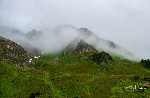 Über den Lizumer Boden geht es relativ zügig hinauf bis auf das Geierjoch auf 2757m