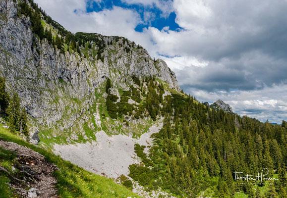Die massive Südseite der Benediktenwand
