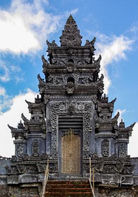 Pura Ulun Danu Batur ist der See- und Flussgöttin Dewi Danu geweiht, so auch der historische elfstöckige Meru.