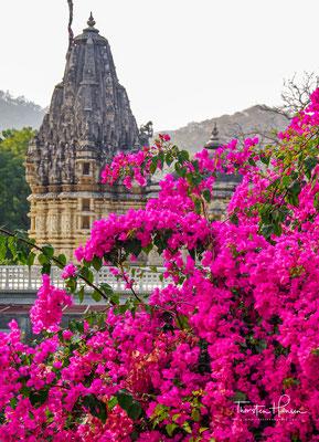 Die Fertigstellung des Tempels fällt in das Jahr 1458. Im 17. Jahrhundert war er beinahe vergessen; in der Umgebung trieben Räuberbanden (dacoits) ihr Unwesen.