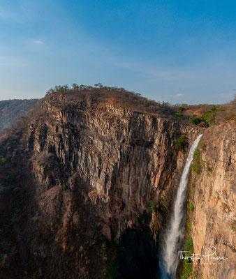 Die Kalambo-Fälle gehören mit 235 Meter (nach anderen Quellen 221 Meter) zu den höchsten Wasserfällen Afrikas. Sie liegen an der Grenze zwischen Sambia und Tansania am südöstlichen Ende des Tanganjikasees.