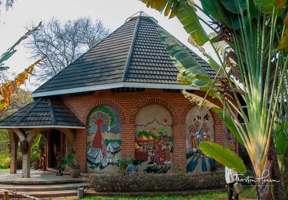 Das Chamare Museum ist eins der wenigen Museen in Malawi. Es erfreut sich eines guten Rufs und beschreibt detailliert die Kultur und Lebensweise der drei größten Stämme in Zentral Malawi: der Chewa, Ngoni und Yao.
